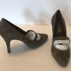 Anne Klein Suede pumps